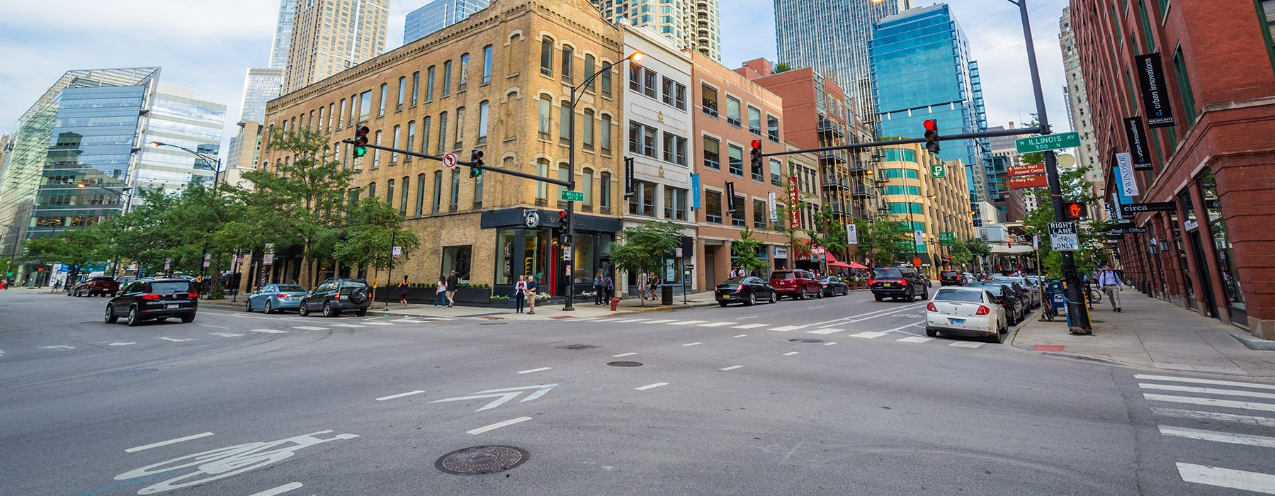 Street view of downtown Chicago
